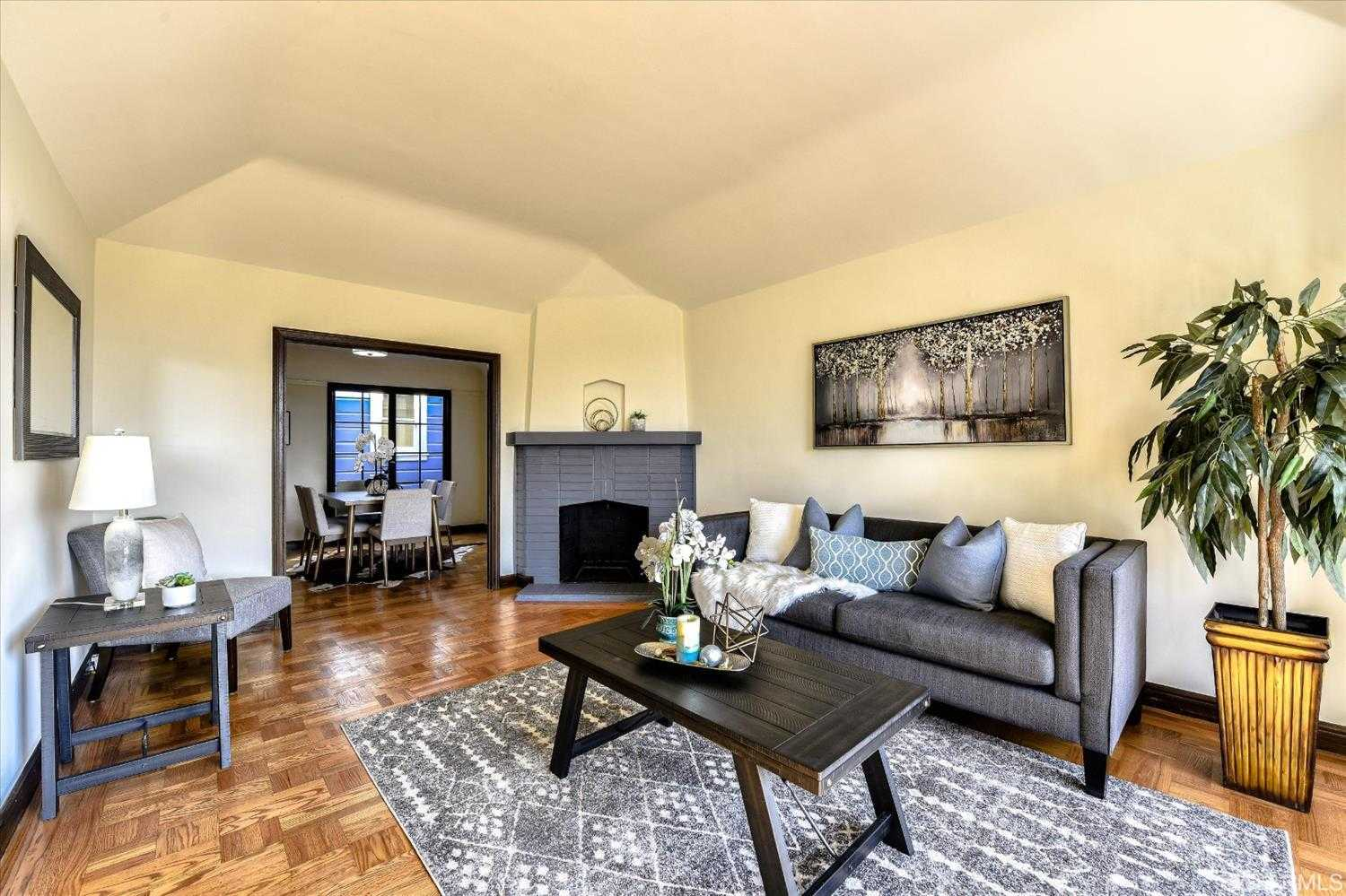 $1,095,000 - 2Br/1Ba -  for Sale in San Francisco