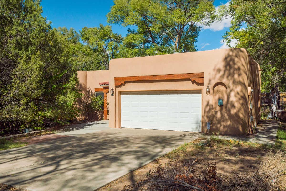 $650,000 - 6Br/3Ba -  for Sale in Los Ranchos