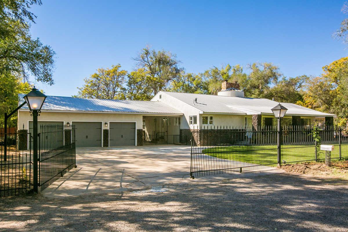 $1,550,000 - 4Br/5Ba -  for Sale in Los Ranchos