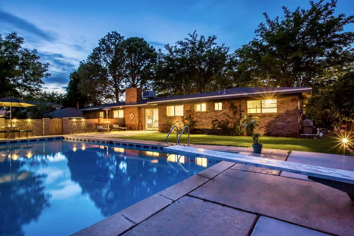 $385,000 - 4Br/2Ba -  for Sale in Albuquerque