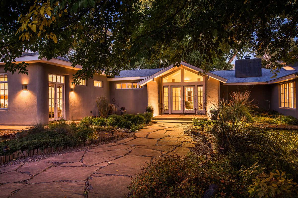 $1,200,000 - 4Br/5Ba -  for Sale in Los Ranchos