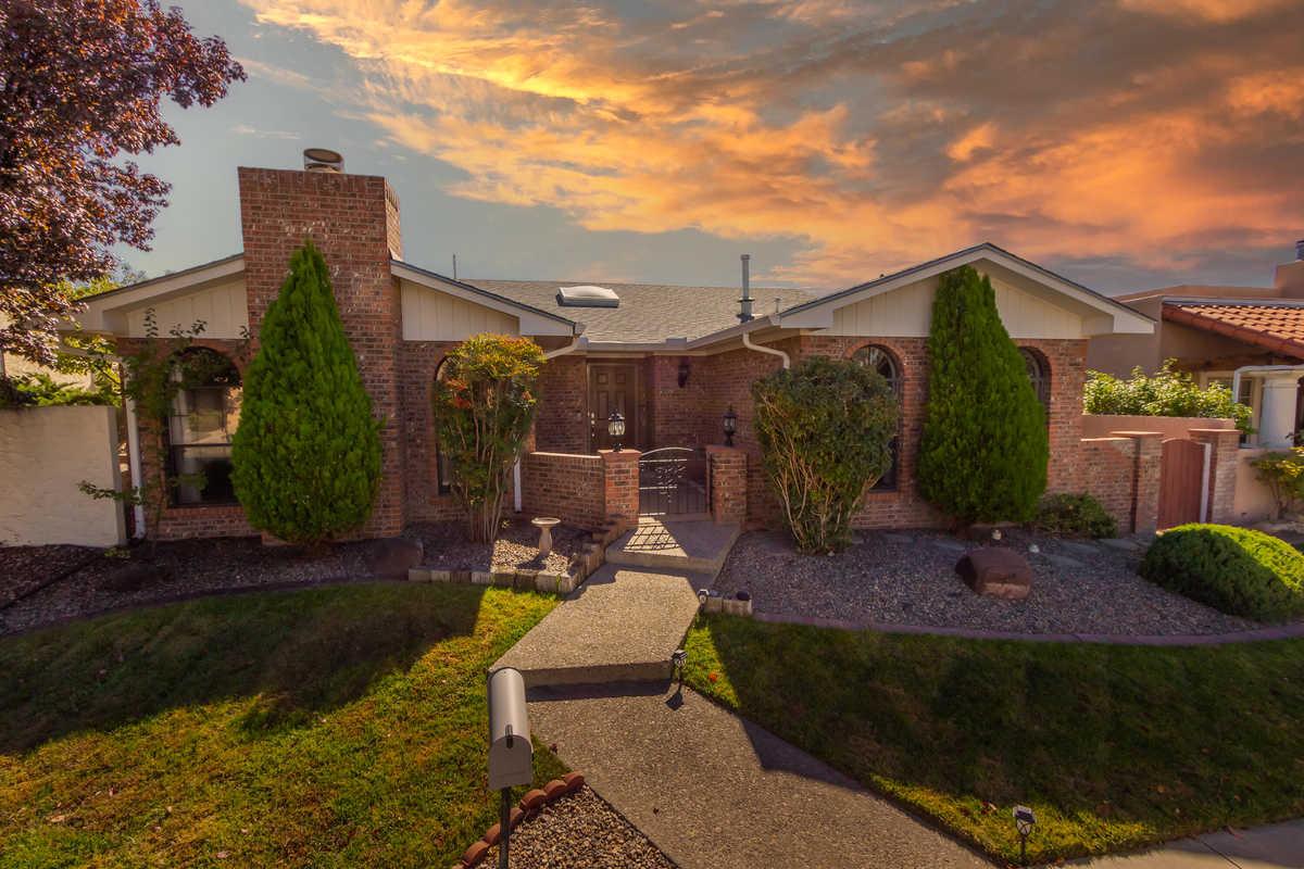 $439,900 - 3Br/2Ba -  for Sale in Albuquerque
