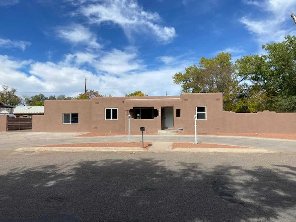 $279,000 - 4Br/2Ba -  for Sale in Albuquerque