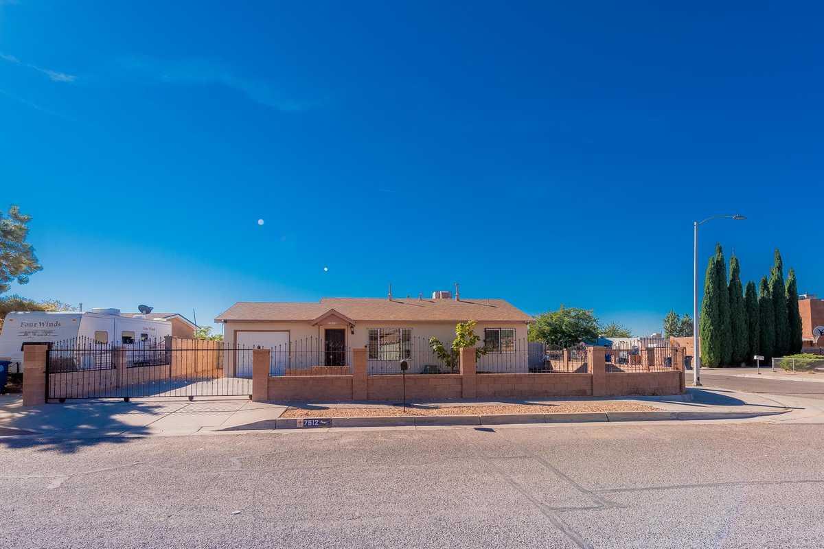 $220,000 - 3Br/2Ba -  for Sale in Albuquerque