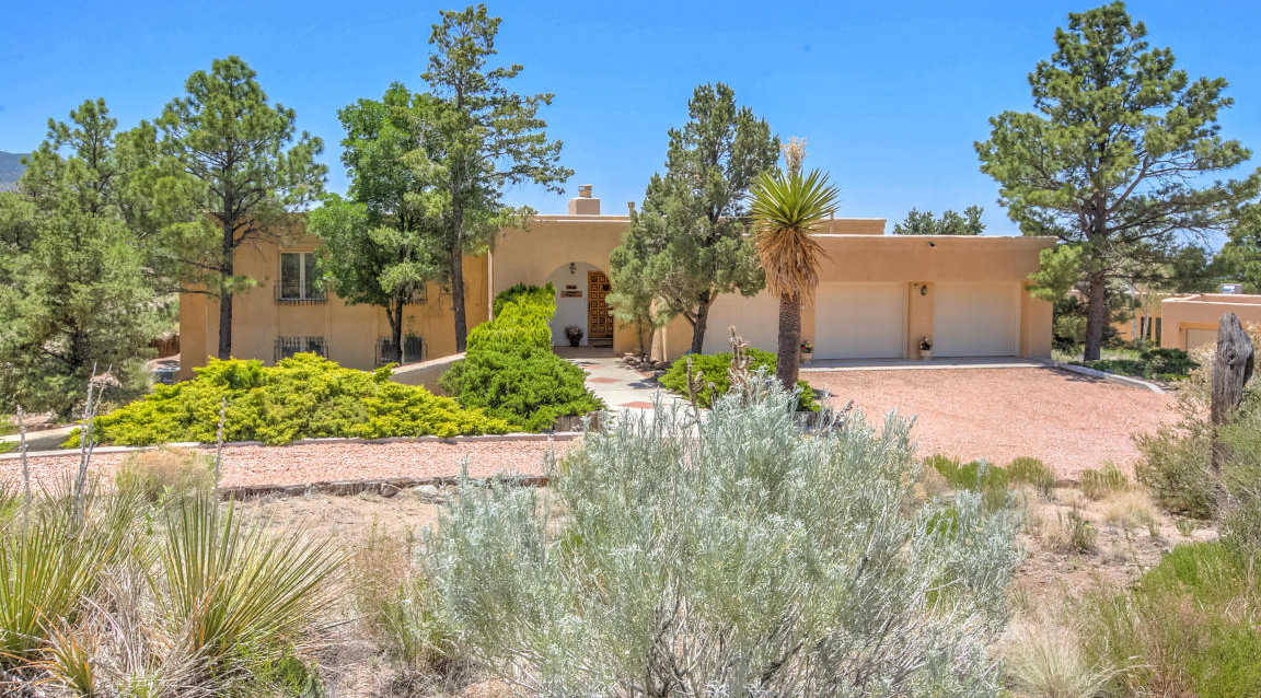 $585,000 - 4Br/3Ba -  for Sale in Sandia Heights, Albuquerque