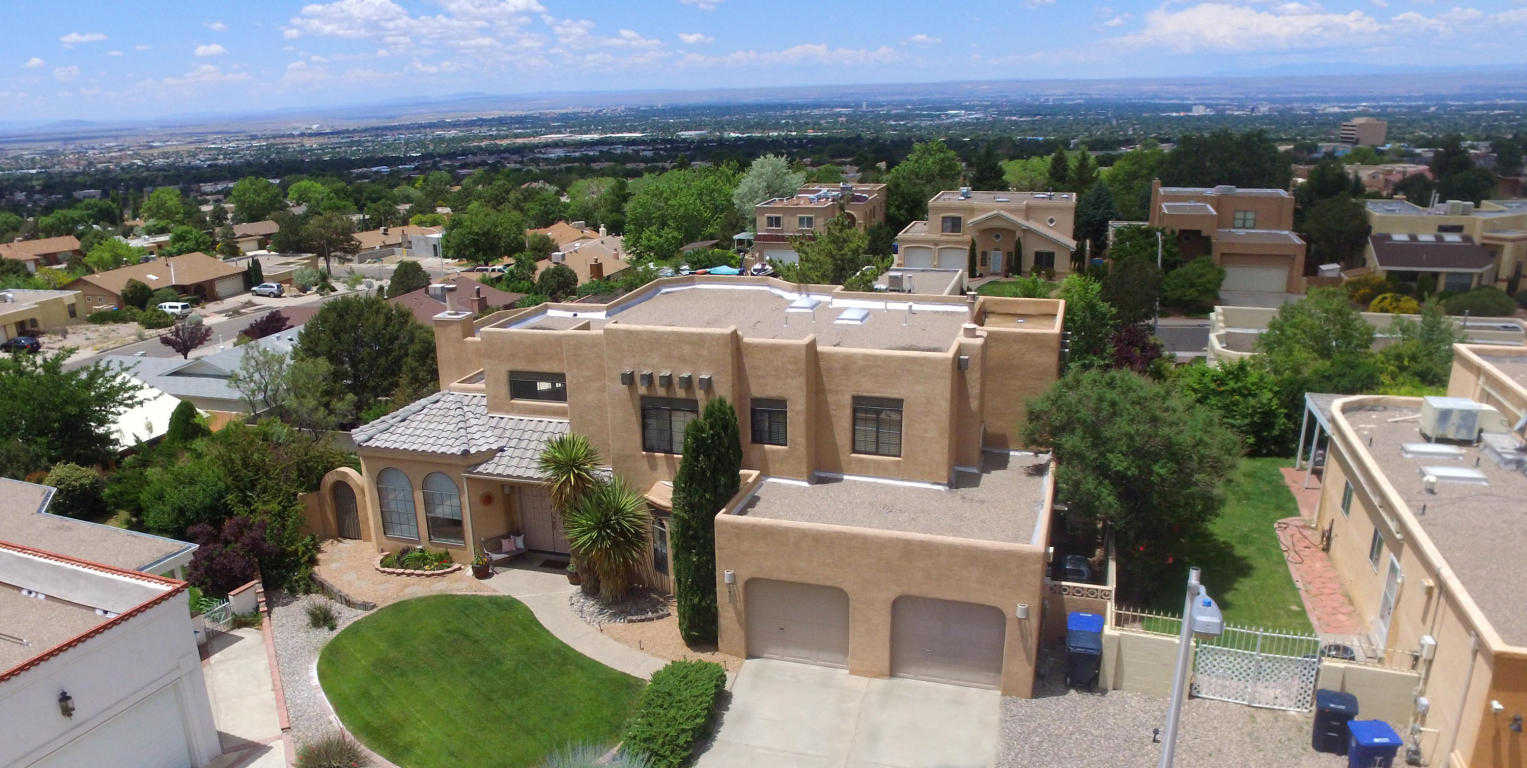 $399,950 - 4Br/3Ba -  for Sale in Summit Hills, Albuquerque