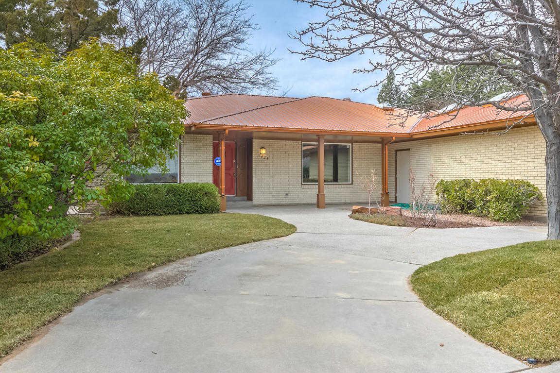 $440,000 - 3Br/2Ba -  for Sale in Altura Add, Albuquerque