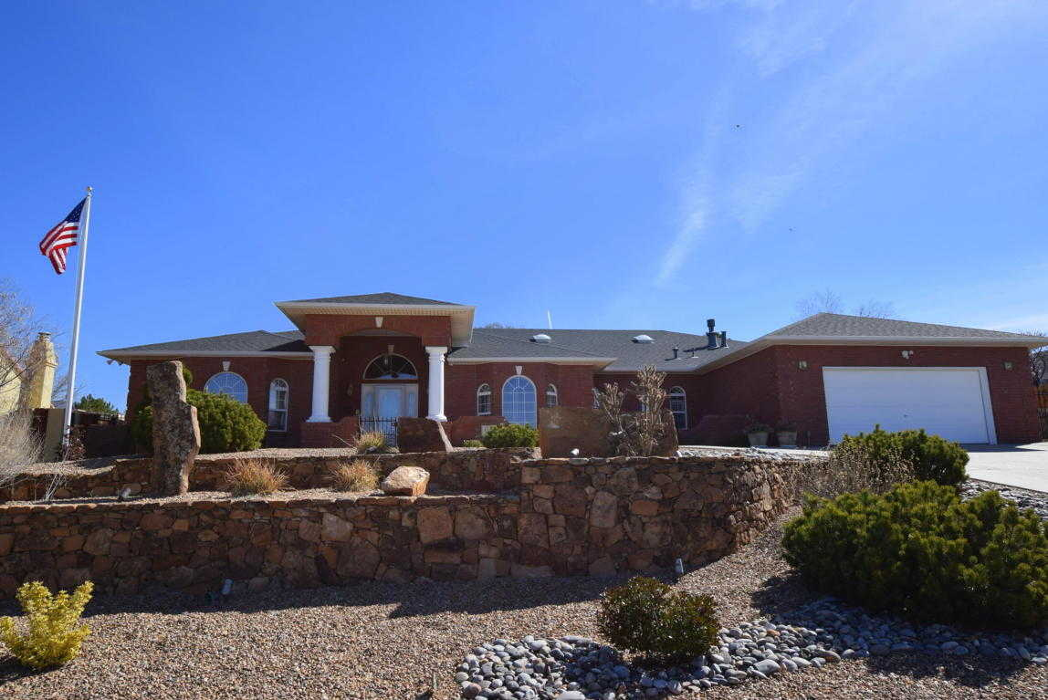 $499,900 - 4Br/3Ba -  for Sale in Four Hills Village 19th Instl, Albuquerque