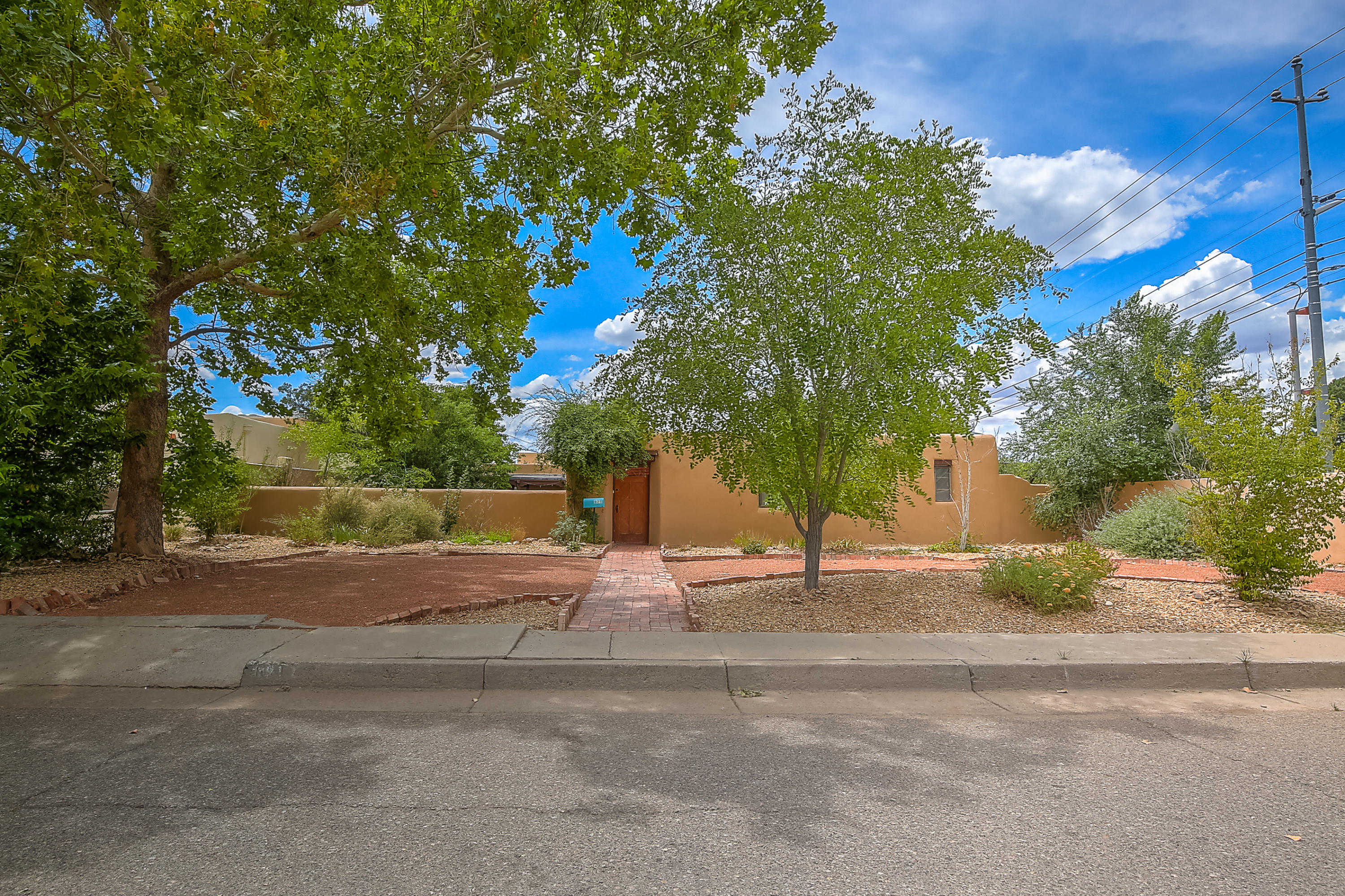 Homes for Sale near the University of New Mexico | R & R
