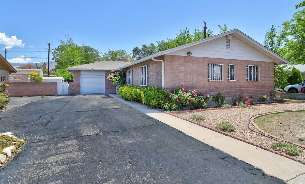 $290,000 - 3Br/2Ba -  for Sale in Sombra Del Monte, Albuquerque