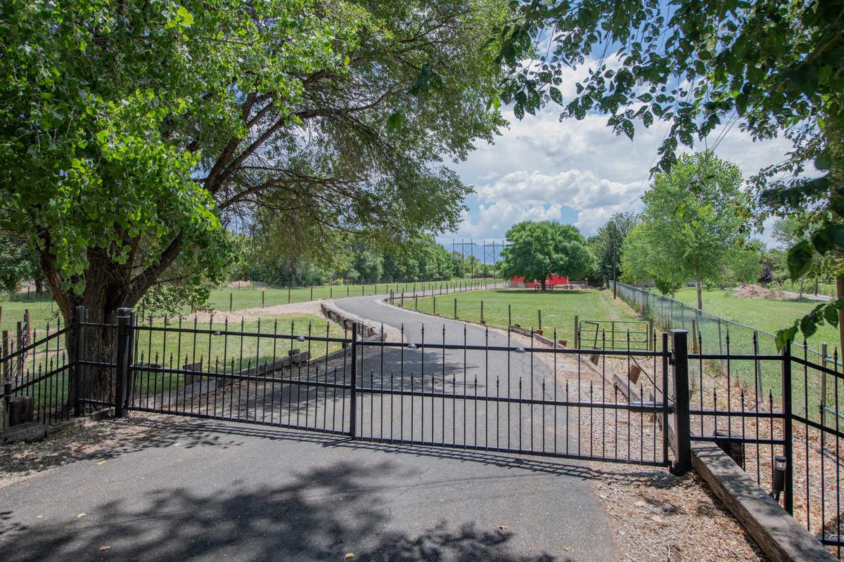 $785,000 - 5Br/2Ba -  for Sale in Los Ranchos