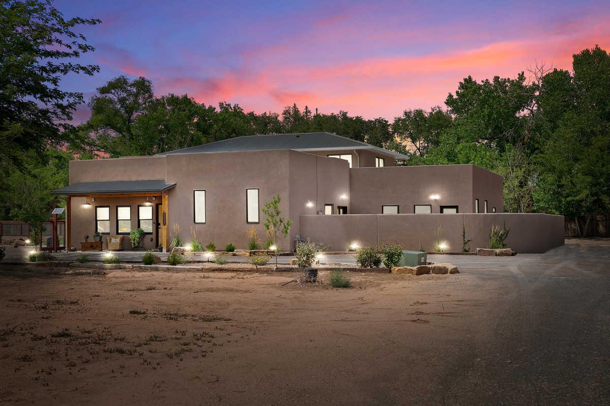 $1,599,000 - 4Br/5Ba -  for Sale in Los Ranchos