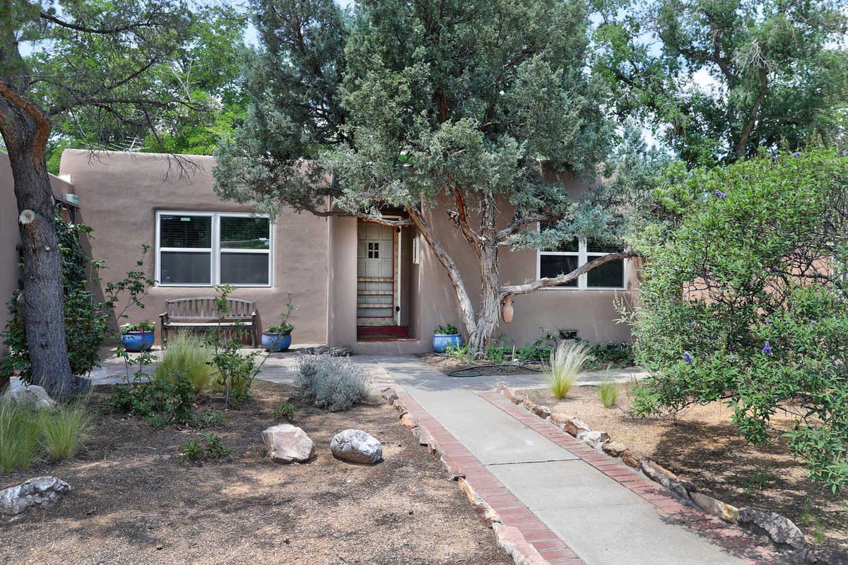 $323,000 - 3Br/2Ba -  for Sale in Loma Vista, Albuquerque