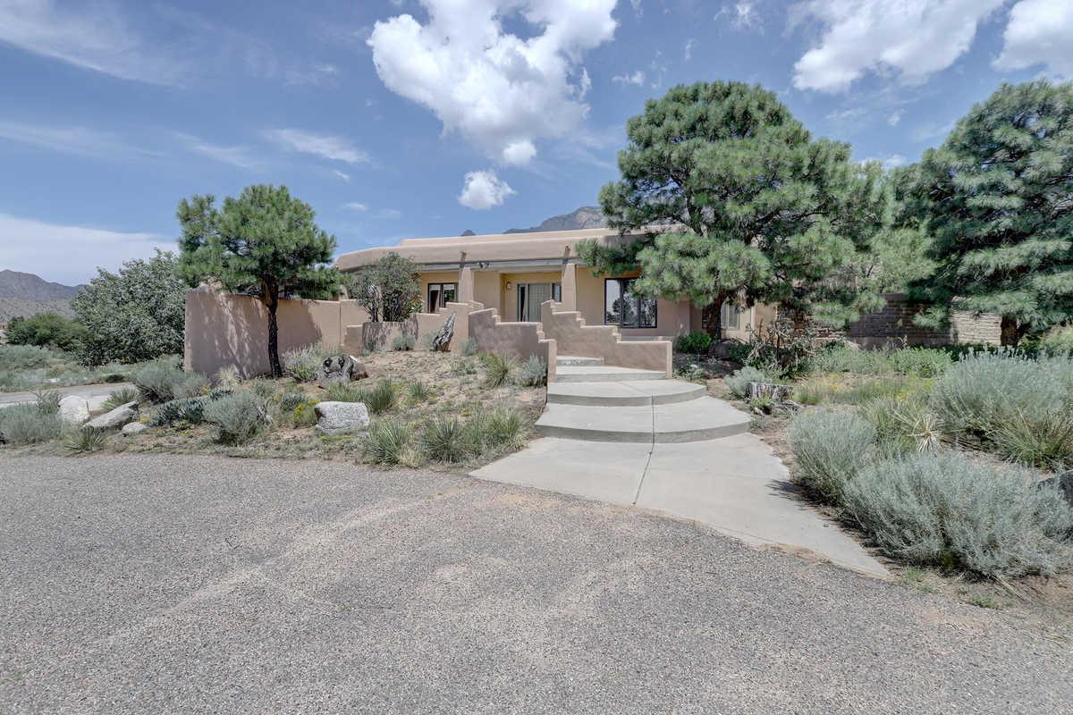 $975,000 - 5Br/4Ba -  for Sale in Albuquerque