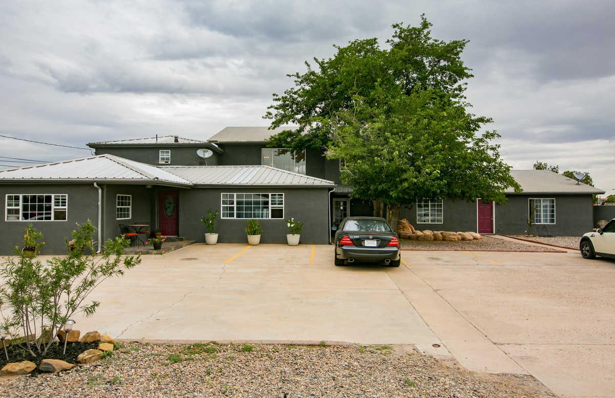 $999,500 - 8Br/5Ba -  for Sale in Albuquerque