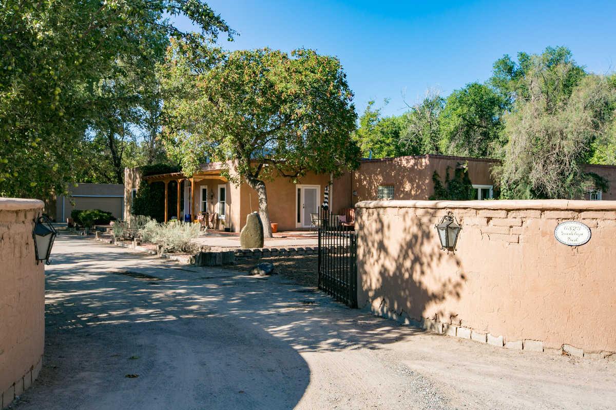 $1,150,000 - 4Br/4Ba -  for Sale in Los Ranchos