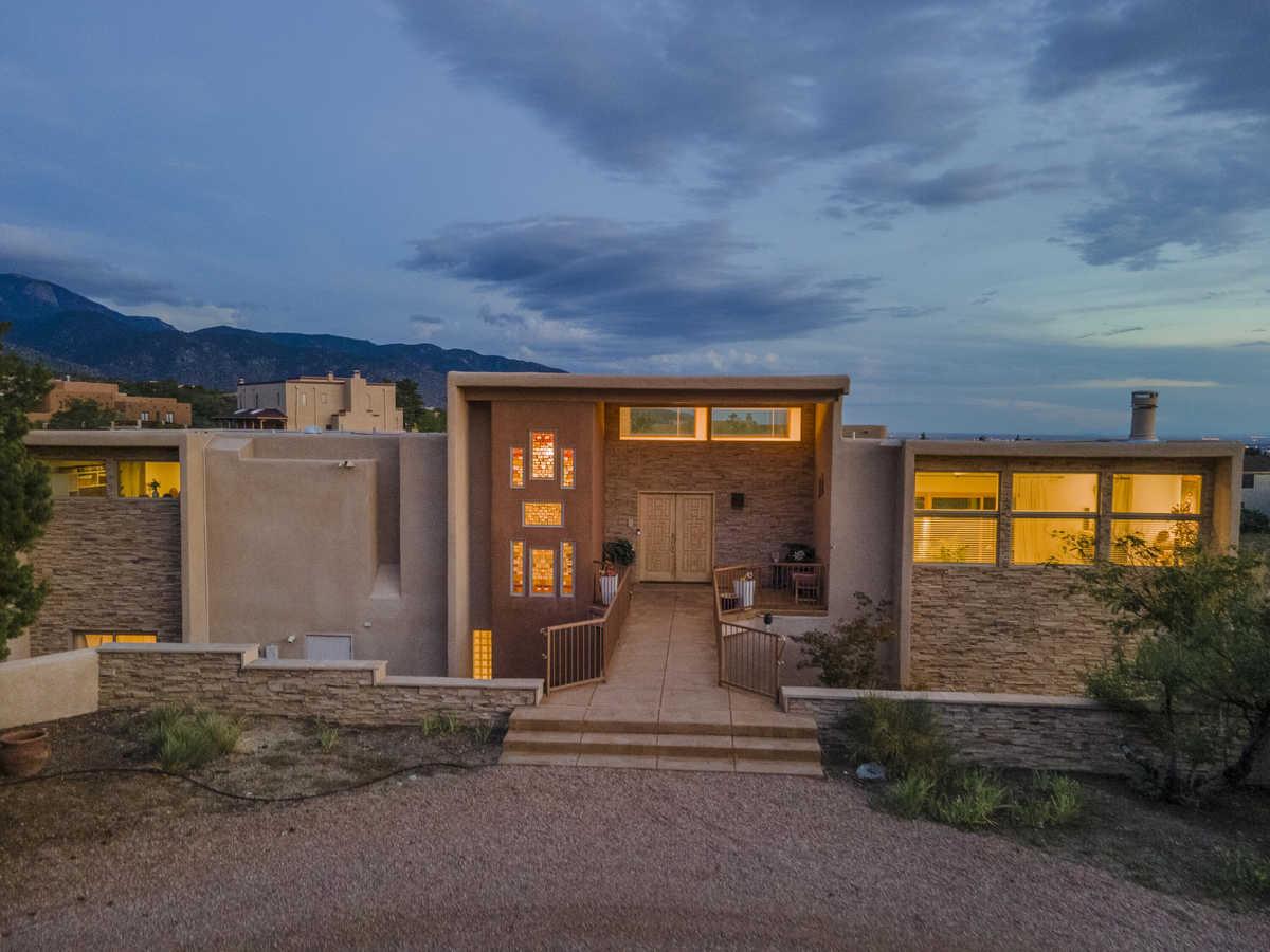 $700,000 - 4Br/3Ba -  for Sale in Albuquerque