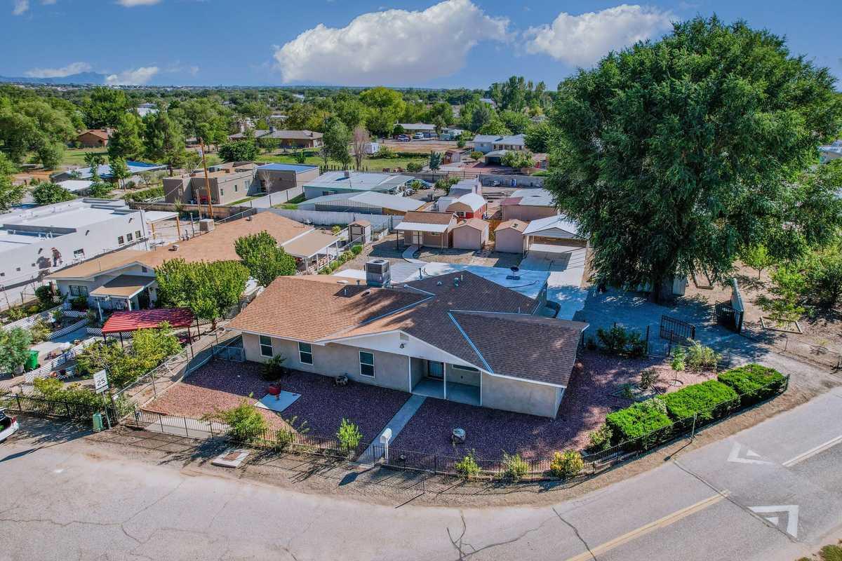 $450,000 - 4Br/2Ba -  for Sale in Albuquerque