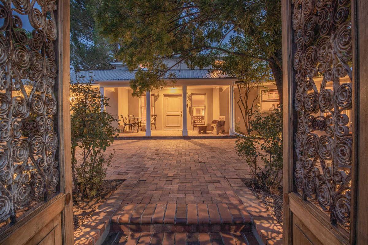 $985,000 - 5Br/4Ba -  for Sale in Leon & Amy Kennedy Lands, Los Ranchos