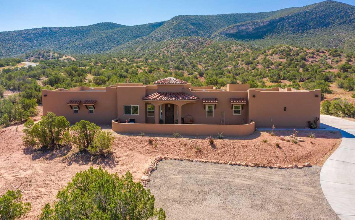 $927,000 - 3Br/3Ba -  for Sale in Casas Montanes, Placitas