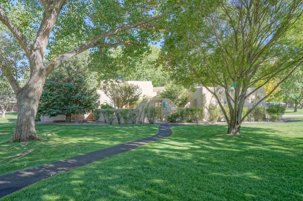 $895,000 - 3Br/3Ba -  for Sale in Tinnin Farms, Los Ranchos