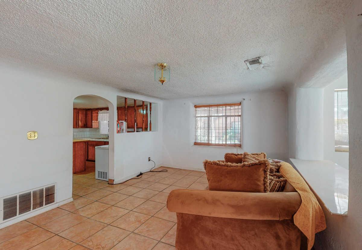 $300,000 - 5Br/2Ba -  for Sale in Albuquerque