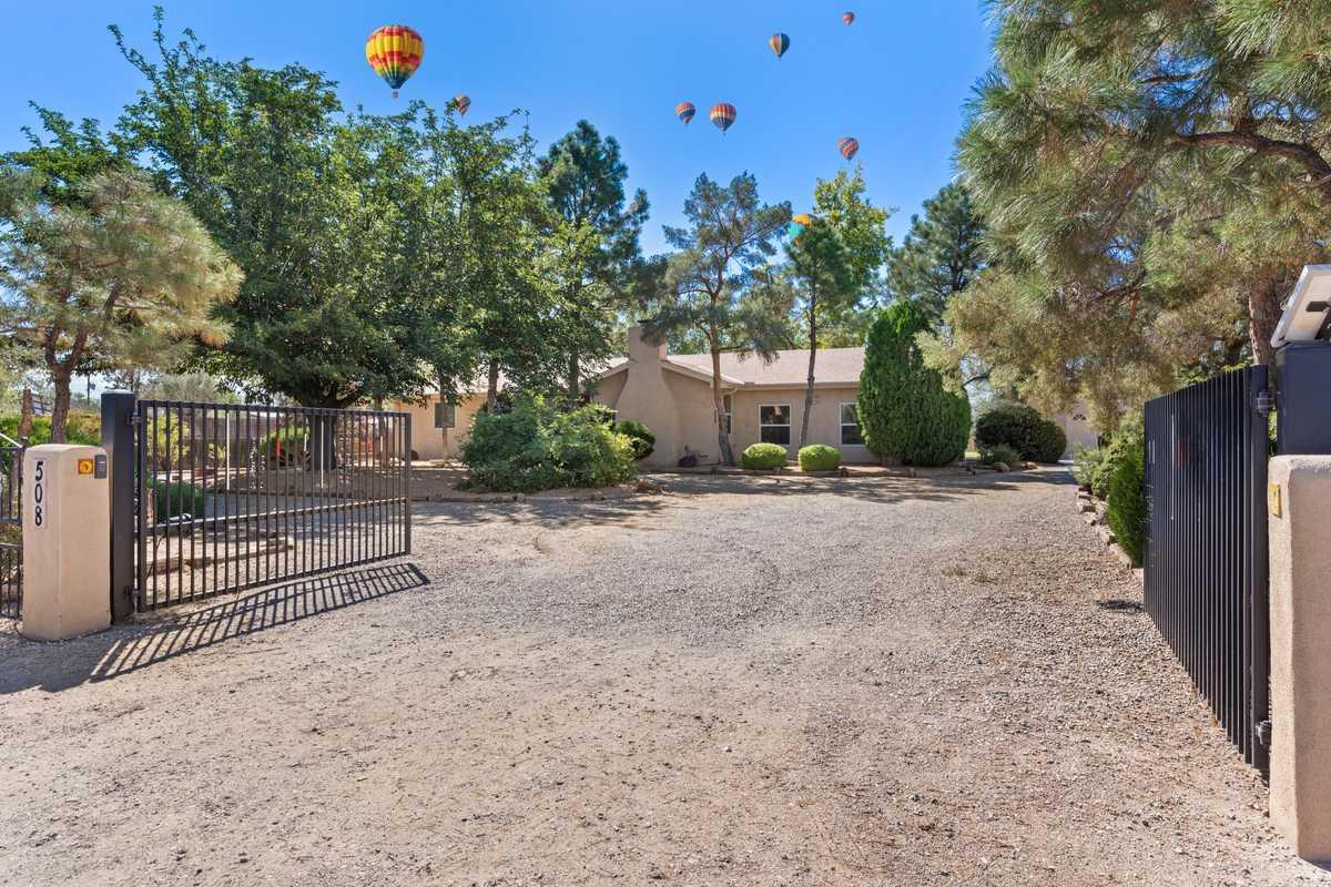 $725,000 - 4Br/4Ba -  for Sale in Los Ranchos