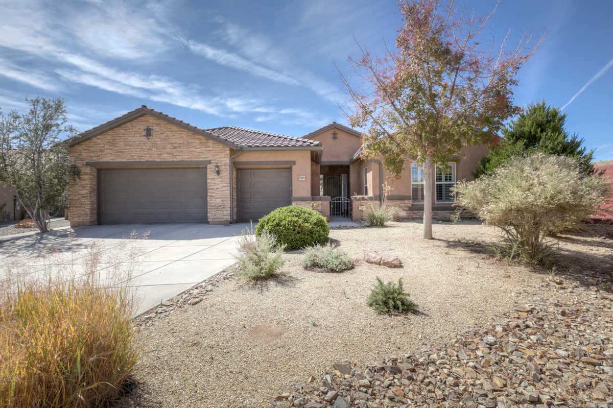 $515,000 - 4Br/4Ba -  for Sale in Loma Colorado, Rio Rancho