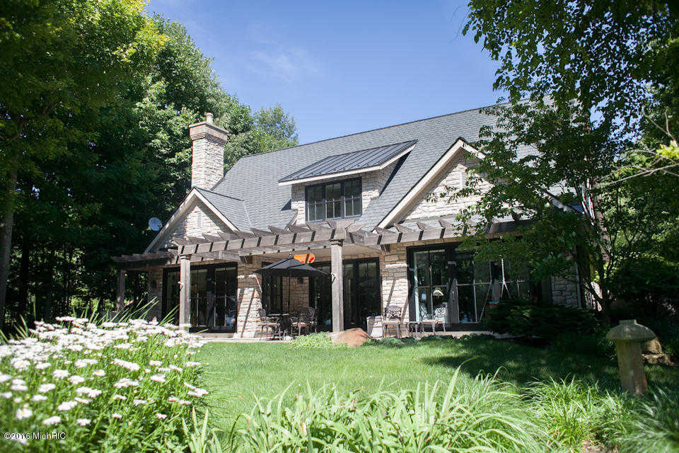 $1,250,000 - 3Br/4Ba -  for Sale in South Haven