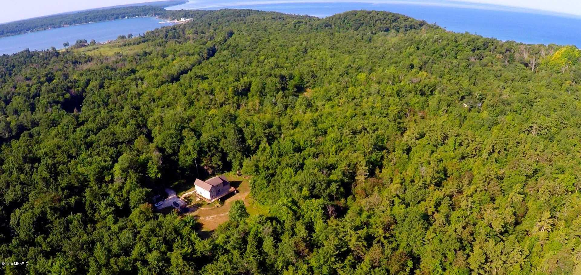 $259,900 - 5Br/3Ba -  for Sale in Onekama