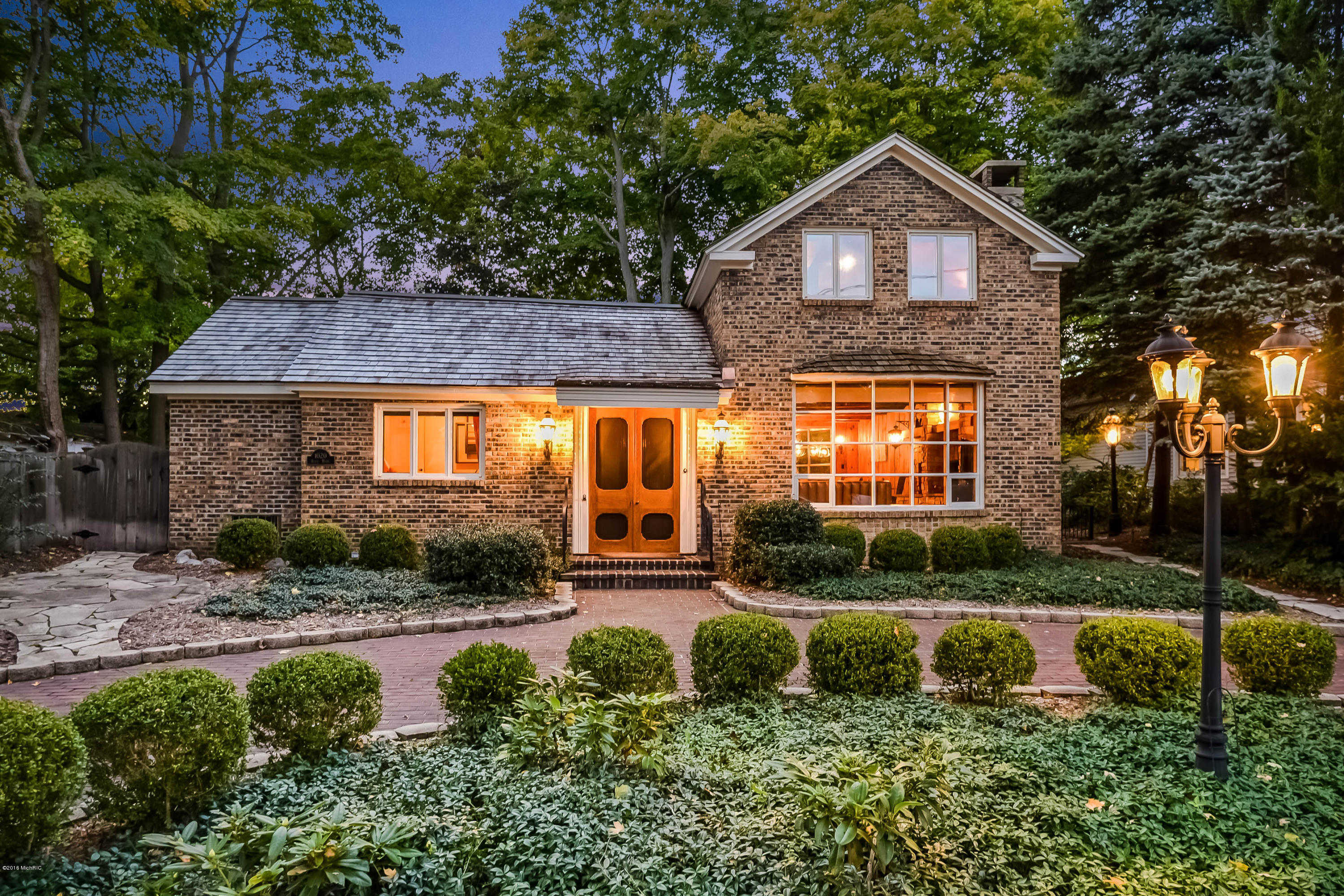 $819,000 - 3Br/3Ba -  for Sale in Saugatuck
