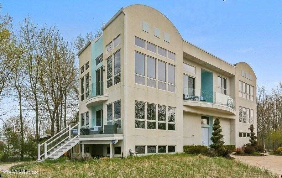 $1,095,000 - 3Br/5Ba -  for Sale in South Haven