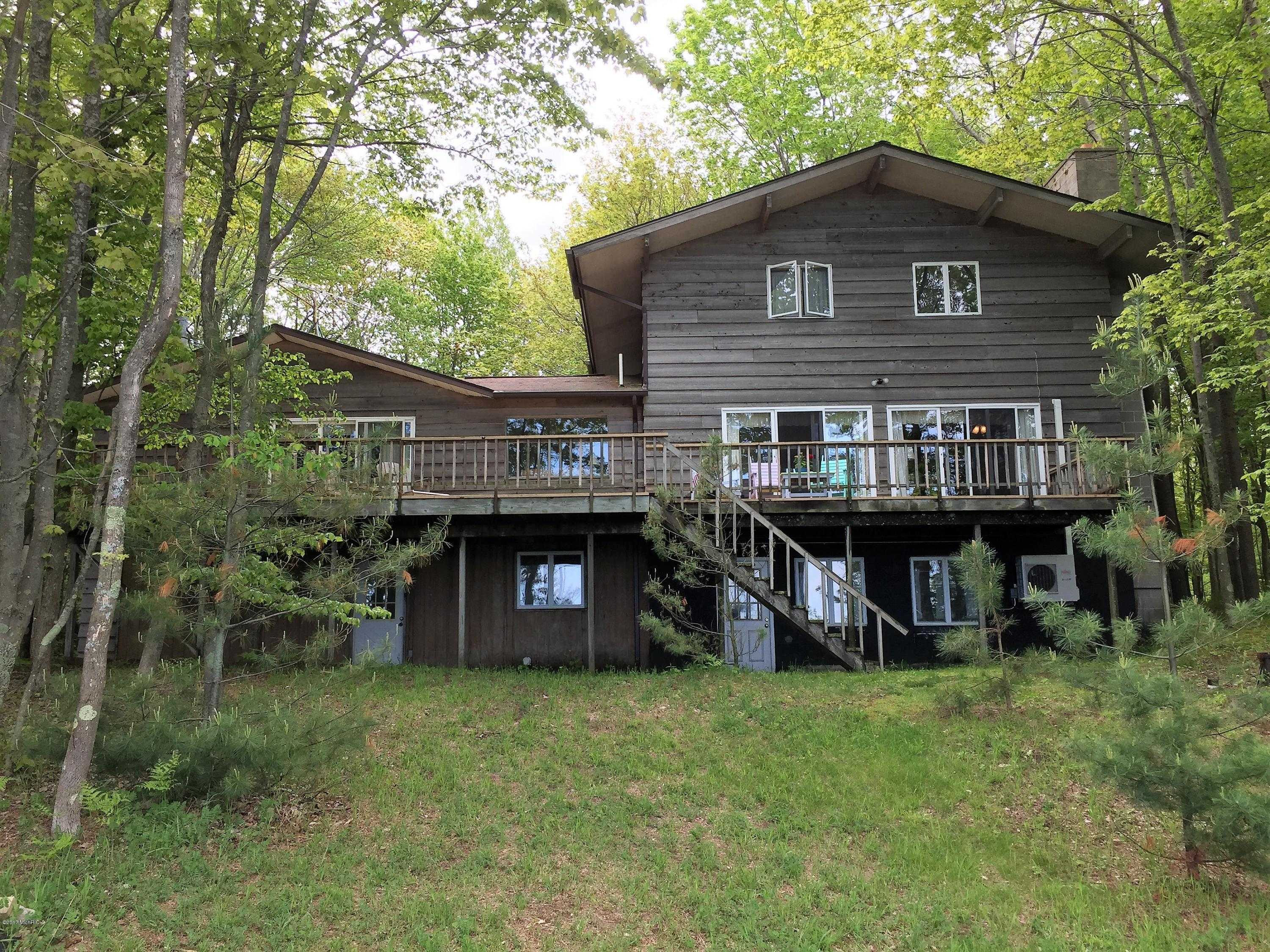 $509,000 - 5Br/3Ba -  for Sale in Manistee