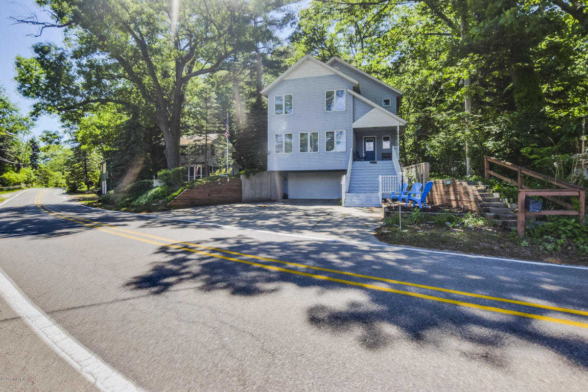 $585,000 - 4Br/3Ba -  for Sale in Saugatuck