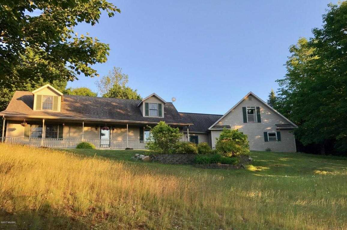 $279,900 - 4Br/4Ba -  for Sale in Onekama