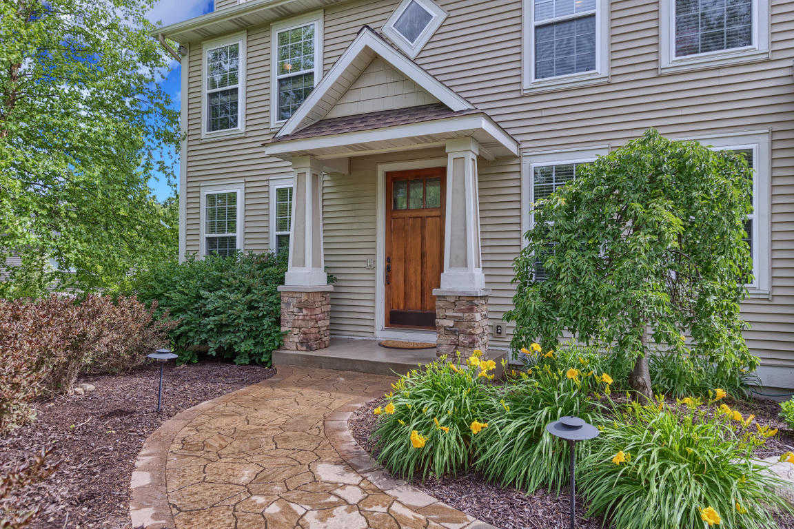 $549,000 - 5Br/5Ba -  for Sale in Saugatuck