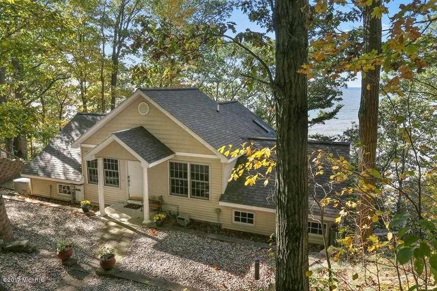 $999,000 - 4Br/3Ba -  for Sale in Covert