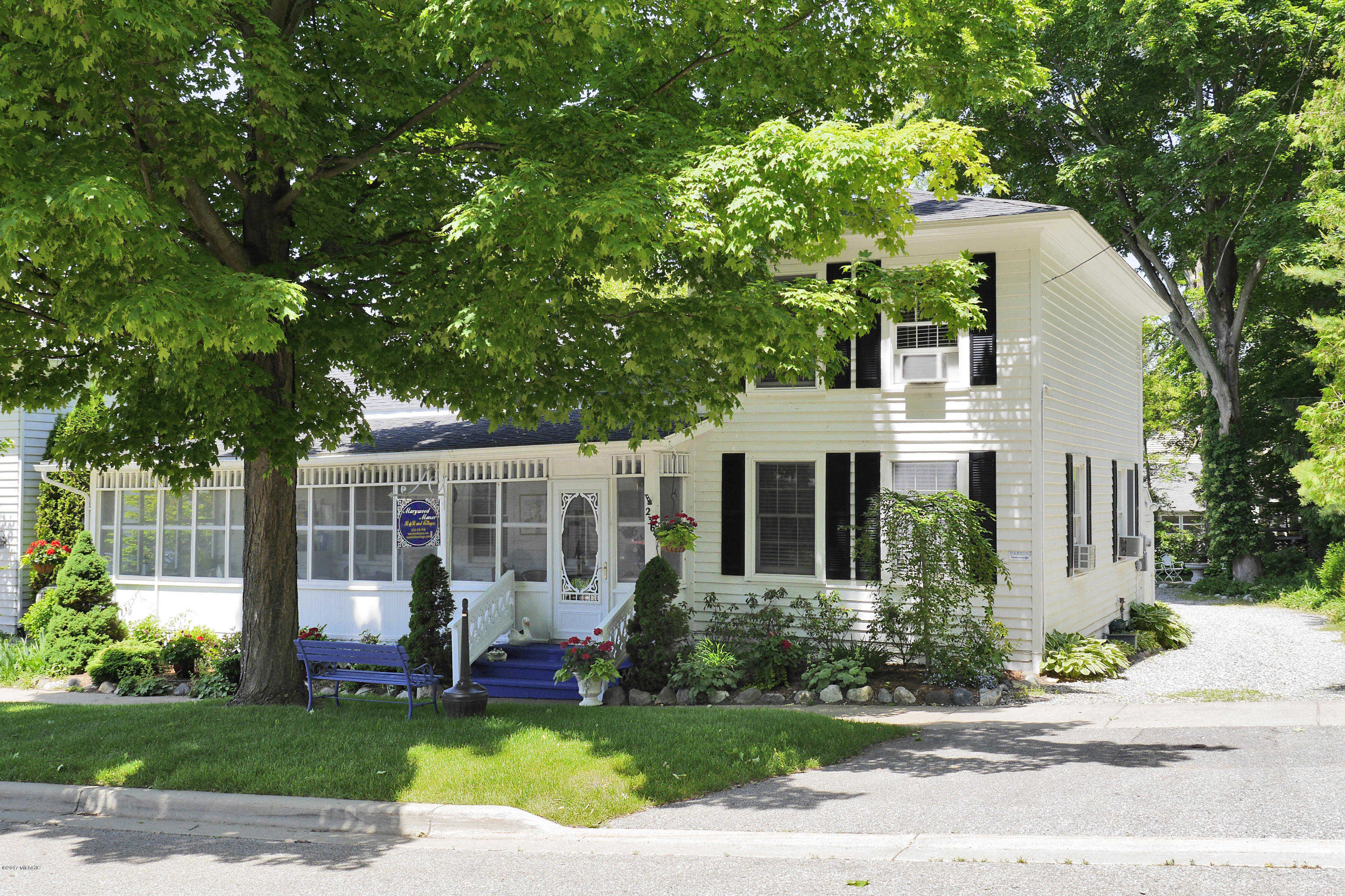 $749,900 - 5Br/4Ba -  for Sale in Saugatuck