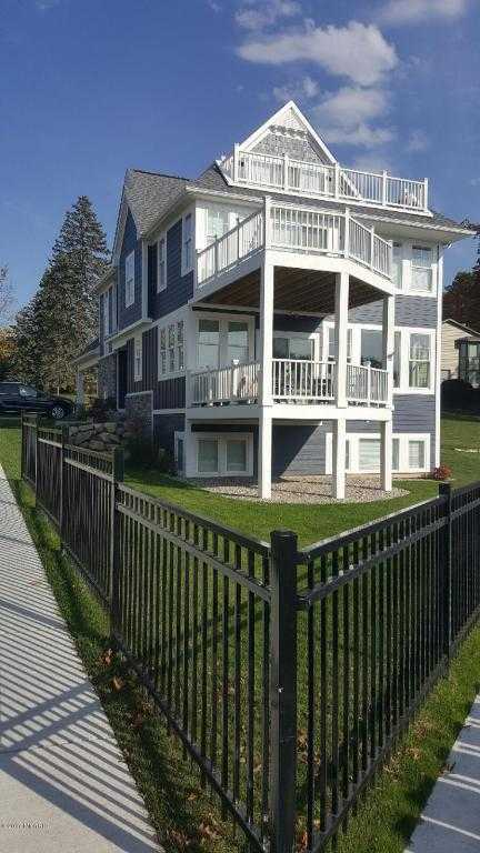 $1,750,000 - 6Br/5Ba -  for Sale in South Haven