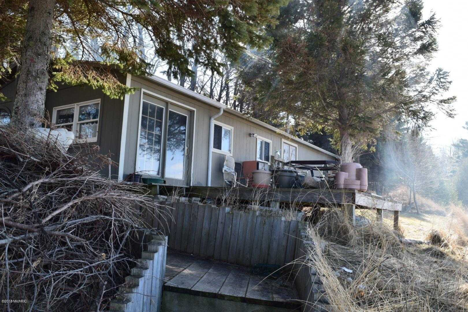 $585,000 - 2Br/2Ba -  for Sale in Manistee