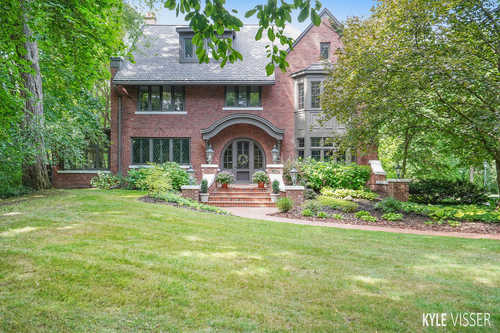 $1,650,000 - 5Br/7Ba -  for Sale in East Grand Rapids