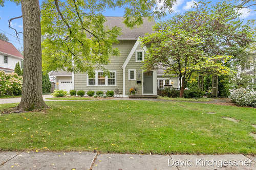 $875,000 - 4Br/3Ba -  for Sale in East Grand Rapids