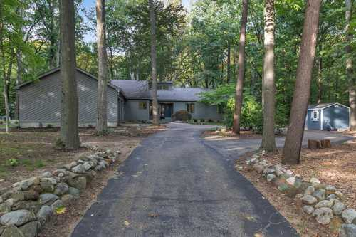 $555,000 - 4Br/4Ba -  for Sale in South Haven