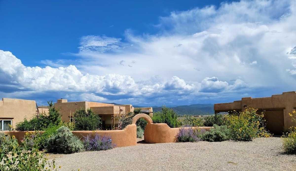 $699,000 - 2Br/2Ba -  for Sale in None, Ranchos De Taos
