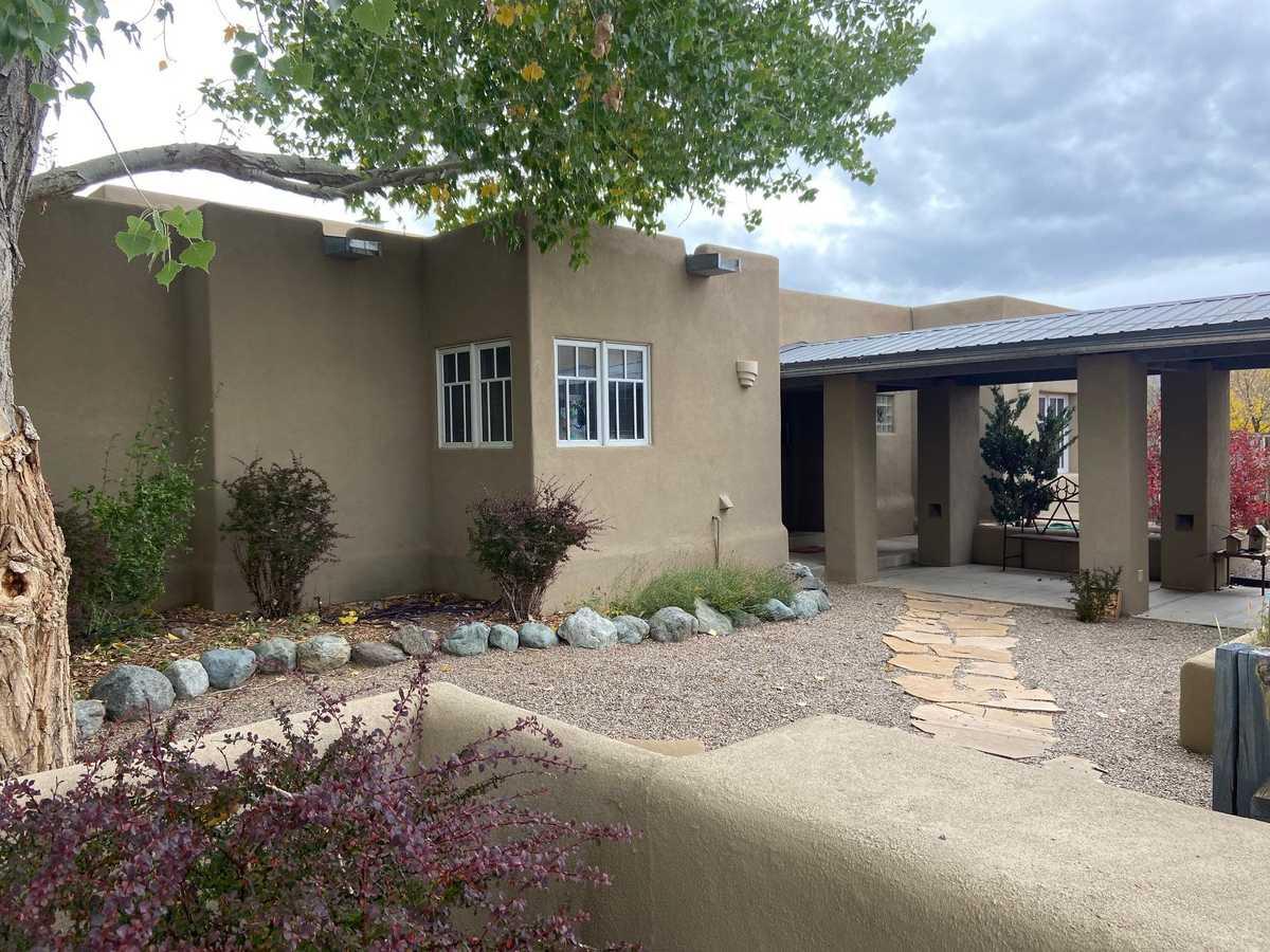 $850,000 - 4Br/3Ba -  for Sale in Vegas De Taos, Taos
