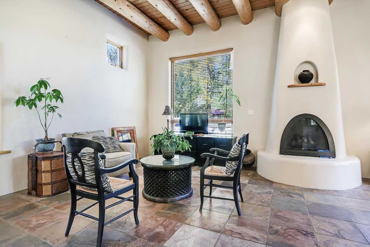 $640,000 - 3Br/2Ba -  for Sale in None, Taos