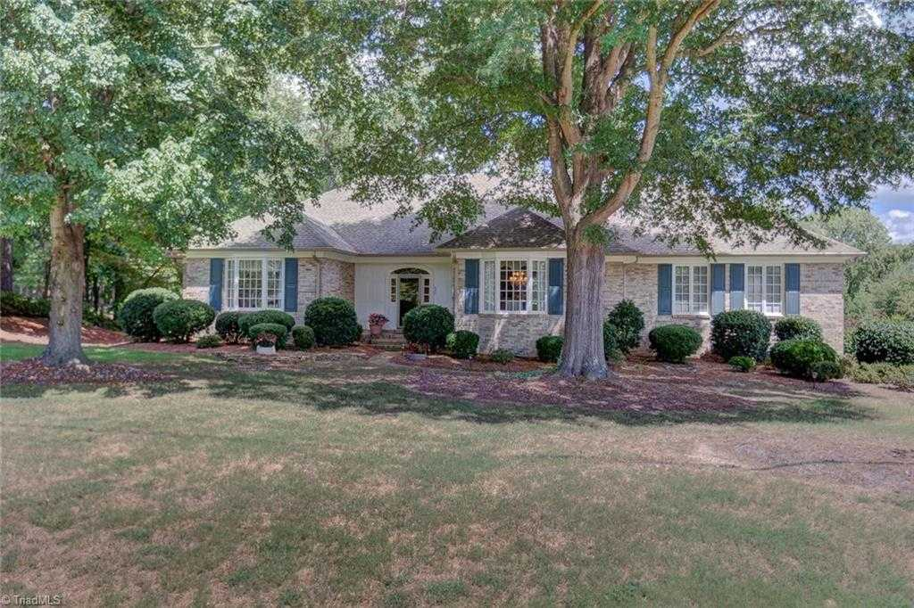 $675,000 - 3Br/3Ba -  for Sale in Willow Creek, High Point