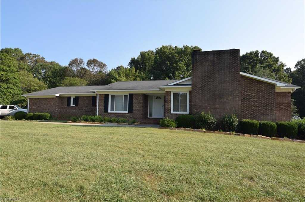 $299,000 - 3Br/3Ba -  for Sale in Pilot Mountain