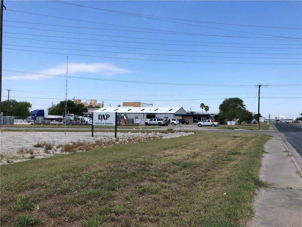 - 7Br/4Ba -  for Sale in Navigation Indust Park 2, Corpus Christi