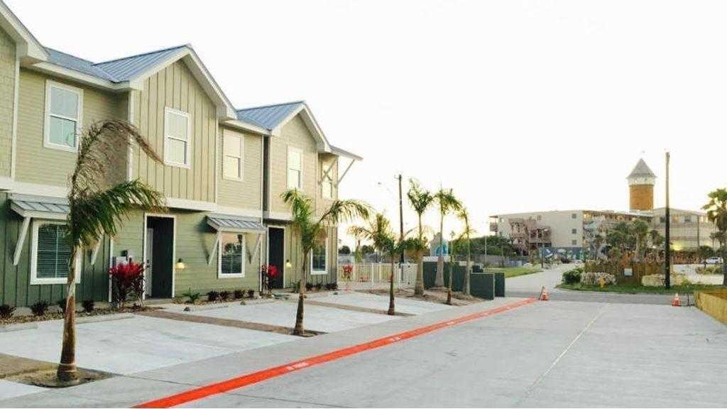 $2,000 - 3Br/3Ba -  for Sale in Water Park Villas Pud, Corpus Christi